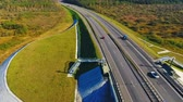 příjezdová cesta : Cars traffic on highway road. Drone view cars and truck moving over highway bridge. Aerial view cars driving over highway bridge landscape. Landscape bridge in autumn nature. Highway landscape Dostupné videozáznamy