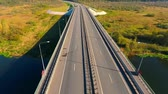 příjezdová cesta : Car bridge over river. Aerial view of highway road. Bird eye view of cars traffic on highway road. Cars driving over highway bridge. Aerial landscape road traffic. Drone view highway landscape