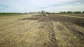 arando : Ploughing field. Agricultural tractor plowing farming field. Farming tractor plowing arable field. Process plowing agricultural field. Farming equipment. Agricultural machinery