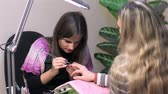 эмаль : Manicure done in beauty salon. Actual process of performing manicure. Woman in nail salon
