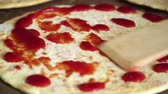 lokanta : Tomato sauce dripping on cake for pizza Stok Video