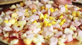 výživný : Close up of pizza is sprinkled with canned corn Dostupné videozáznamy