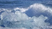 polo sur : Ocean waves washed icebergs. Global warming problem
