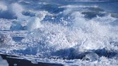 pólus : Ocean waves washed icebergs. Ice and Snow Winter Landscape Global Warming Stock mozgókép