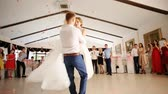 çiftler : Newlyweds spinning at wedding dance to the applause of a large group of people Stok Video