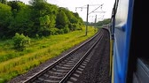 archief : The passenger train returns to the left. The view from the window of the car, bus, train. Journey from the train on a sunny day Stockvideo