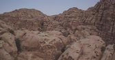 jordanie : Petra White Canyon Areal footag Stockvideo
