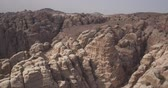 jordanie : Nationaal reservaat Petra White Canyon Stockvideo