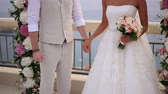 recém casado : The newlyweds hold hands at the wedding ceremony. Couple holding hands. Wedding in Montenegro.