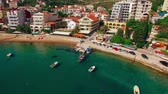 junção : Settlement Rafailovici, Budva Riviera, Montenegro. The coast of the city on the Adriatic Sea. Aerial photography. Boats at sea, hotels, villas and apartments on the coast.