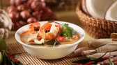 garnelen : Tom Yum Suppe, thailändisches Essen Stock Footage