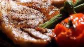 carne de porco : Pork chop steak serve with vegetable in restaurant Stock Footage