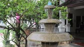 jardim formal : Three tiered garden fountain flowing with water Vídeos