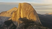 сосна : Time lapse footage with zoom out motion of half dome at sunset afterglow in Yosemite National Park