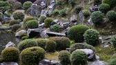 religiöse symbole : Ein Teich in traditionellen japanischen Garten in der regen in Toufuku-ji in Kyoto, Japan -Pan links- Videos