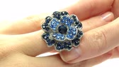 camgöbeği : jewellery ring with blue sapphire crystals putting on the finger Stok Video