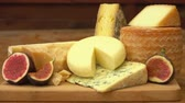 puré : Panorama of pieces French of cheese on a wooden table