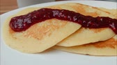 panquecas : Close up of Movement of the chamber along plate with pancakes and jam