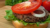 бекон : Putting the red tomato on the burger with cheese Стоковые видеозаписи