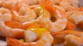 champanhe : Delicious shrimps are sprinkled with olive oil in a pan. Shrimp Recipe