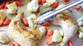 couve flor : Turning vegetables for even cooking on a sheet pan chicken dinner Vídeos