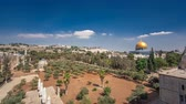 palestina : Garden area timelapse hyperlapse and view of the Dome of the Rock, in the historical center of the city Vídeos