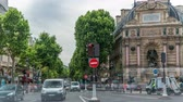 letreiro : Street view of Place Saint-Michel with ancient fountain timelapse, Paris Stock Footage
