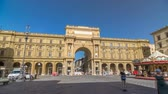 florencja : Republic Square timelapse hyperlapse with the arch in honor of the first king of united Italy, Victor Emmanuel II. Wideo