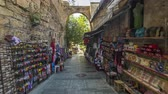 boğa : Walk through the tourist market with wide range of sunglasses, magnets, arabian lamps and other souvenirs timelapse hyperlapse in Antalya. Stok Video