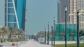 característica : The high-rise district of Doha with walkway timelapse