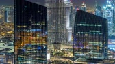 emirados Árabes unidos : Dubai downtown skyline night timelapse with tallest building and road traffic, UAE