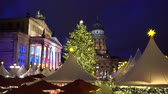 almanca : Gendarmenmarkt Christmas market kiosks in Berlin illuminated at night, Germany Stok Video