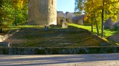muro de pedras : Autumn day in a park near Cesis castle , Latvia