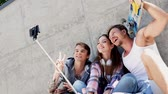 patinador : Cheerful friends taking selfie outdoors