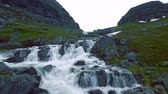 noruega : Scenic waterfall on road 55 between Gaupne and Lom.