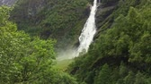 suspensão : Scenic view of Vettisfossen waterfall. Norway. Vídeos