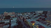 flug : Luftbild von Hollywood mit Hotels und Appartements in Abend, Florida, USA Stock Footage