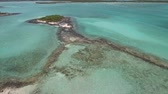 expedição : Aerial view of uninhabited Bahamas islands Vídeos