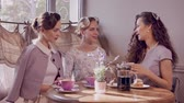 atender : Three elegant young ladies in a cafe