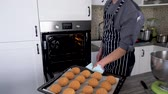 padaria : Chef cooking dessert on a modern kitchen at home Stock Footage