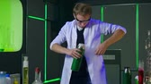 físico : Young chemist making experiments in laboratory