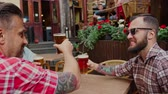 língua : Good old friends drinking beer in summer garden Stock Footage