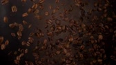 ziarna kawy : Coffee beans frozen in mid-air. Shooted in super slow motion Wideo