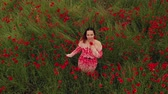 mák : Beautiful young in the poppy field