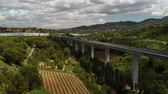 ferrovia : Railroad surrounded by vineyards