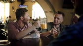 pinta : Cheerful friends drinking draft beer in a pub