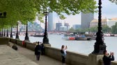 theems : Timelapse view of the skylines of the City of London. Stockvideo