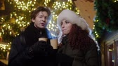 рождество : Couple drinking hot drinks on a cold winter evening outdoor Стоковые видеозаписи