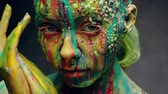 imaginação : Young woman covered with a colourful paint