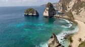 индонезийский : View of a beautiful Diamond Bay, Nusa Penida island, Indonesia Стоковые видеозаписи